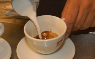 Как сделать пенку из молока для кофе?