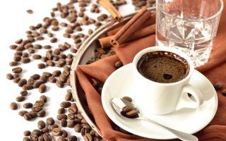 Зачем к кофе подают холодную воду?