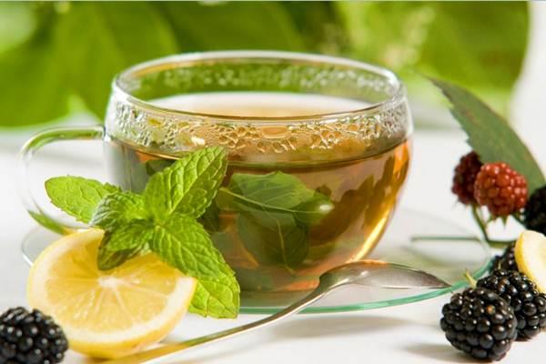 Зеленый чай с добавлением в него лимона
