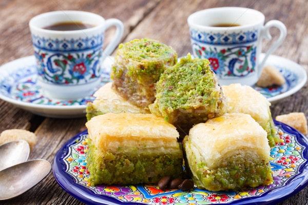 Как правильно подавать кофе по-турецки
