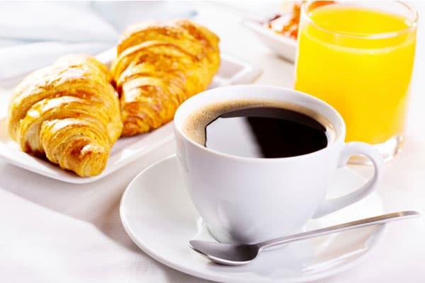 Вкусный кофейный напиток с апельсиновым соком